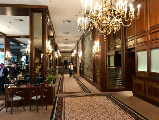 InterContinental Wien: Beautiful lobby, cafe style dining at left, bar behind that, lovely chandeliers.