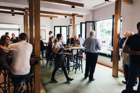 Brighton, Avustralya: The public bar