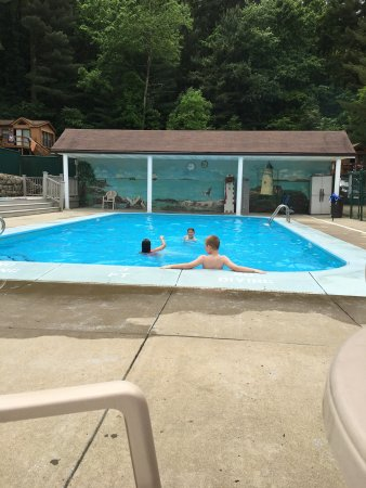 Kimbolton, OH : Indoor & outdoor pool. Fishing pier with Great Lake to fish in.