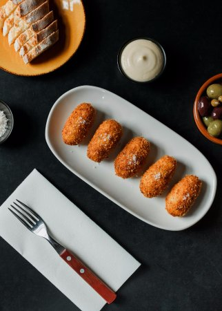 Collingwood, Australia: Our famous croquetas