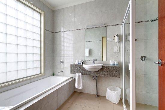 Strath Motel : Standard Bathroom