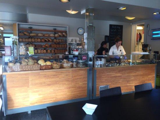 Rogaland, Norveç: Nydelig bakst og personell på Stavangers beste økologiske bakeri. Mine favoritter er mandelbolle