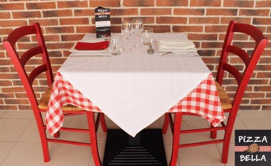 Oppede, Fransa: bienvenue chez pizza bella