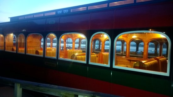 Strahan, Australien: As sun sets the interior of the carriages come alive
