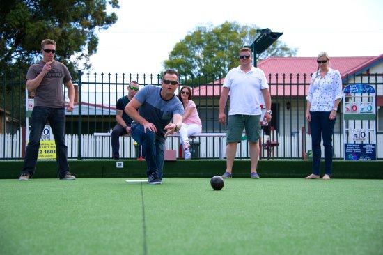 Singleton, Australia: Enjoy barefoot bowls