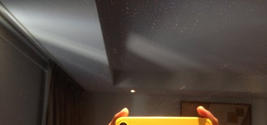 Akmani Hotel: dusty mirror
