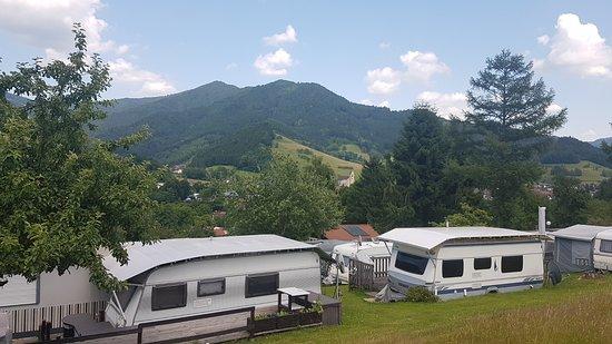 Simonswald, Deutschland: Uitzicht over de camping!