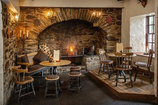 The Falls of Dochart Inn: Bar Fire