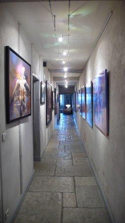 La Bastide-Clairence, Frankrig: Couloir au rez-de-chaussée de la  Maison Maxana, qui dessert la chambre Rêveries