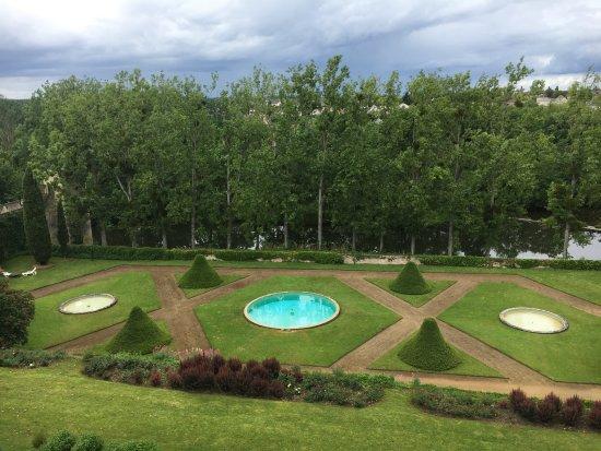 Jardin photo de chateau de montreuil bellay montreuil for Villas de jardin seychelles tripadvisor