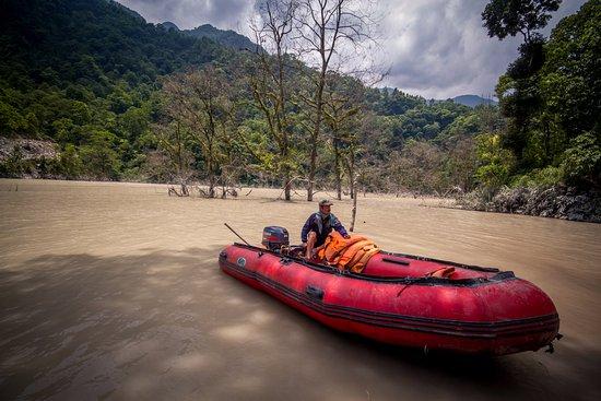 Mangan, India: huge lake formed by landslide