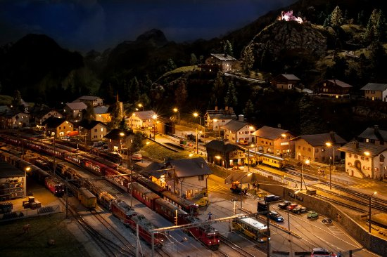 Musee des Chemins de fer du Kaeserberg: Toutes les 30 minutes, la nuit tombe sur le réseau ... féérique !