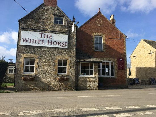 Witney, UK: Right in the center of the village