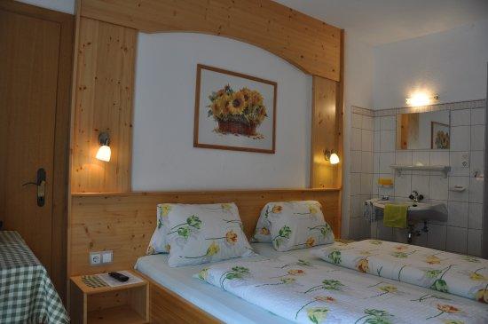 Appartements Ferienwohnungen Pfausler : Schlafzimmer Arnika