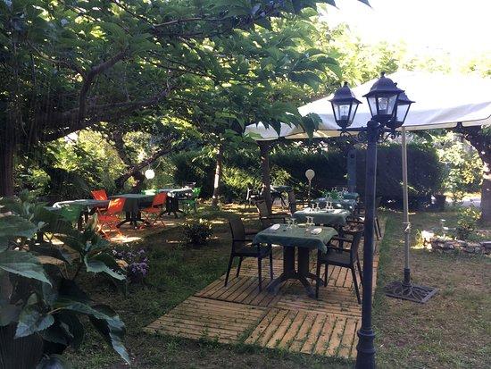 La Mirabelle-casteil  Hotel ** Restaurant Gastronomique Specialites de Poissons , cuisine Franca