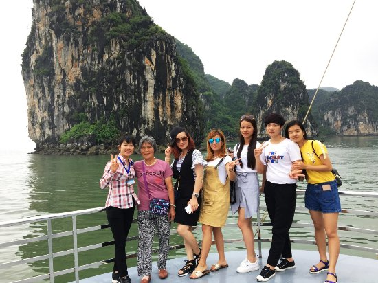 Hai Phong, Vietnam: Chinese group in Ha Long bay