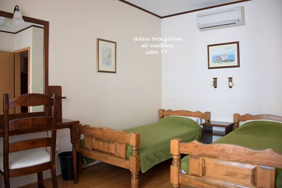 Kolega Guesthouse: Deluxe twin private, air condition, cable TV, shared bathroom