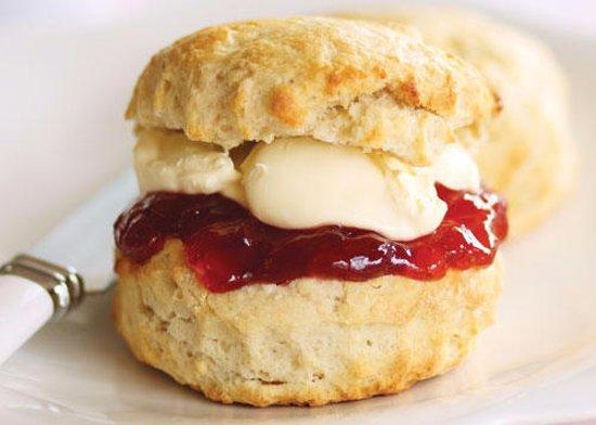 Crediton, UK: Enjoy a cream tea or afternoon tea