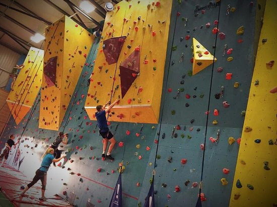 Midsomer Norton, UK: The climbing wall is great for all skill levels, even kids!