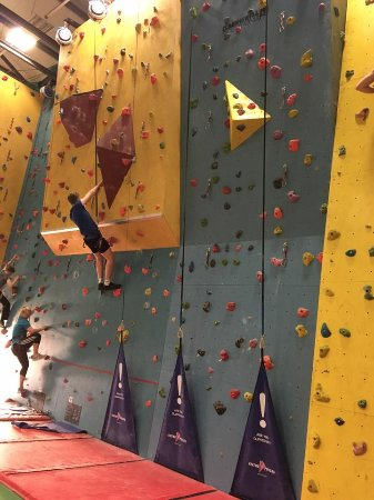 Midsomer Norton, UK: It's all super safe with clip and climb!