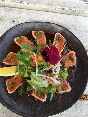 Federal, Australia: Seared salmon salad.