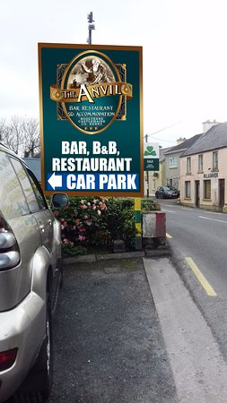 Boolteens, Irland: Free Car Park For Customers Opposite The Anvil Bar