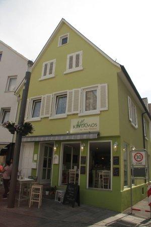Reutlingen, Allemagne : Stehtische vor dem Eingang... für die Raucher und nicht nur...