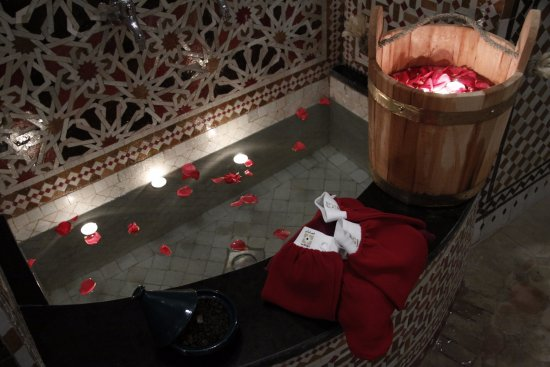 les bains Amani hammam, pampering and relaxation, fountain.