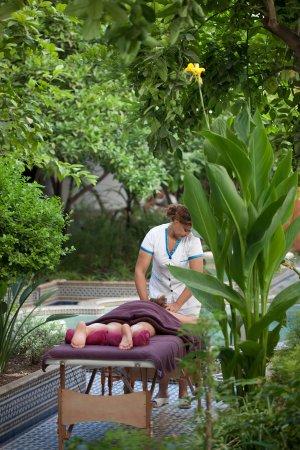 Les Bains Amani: garden massage