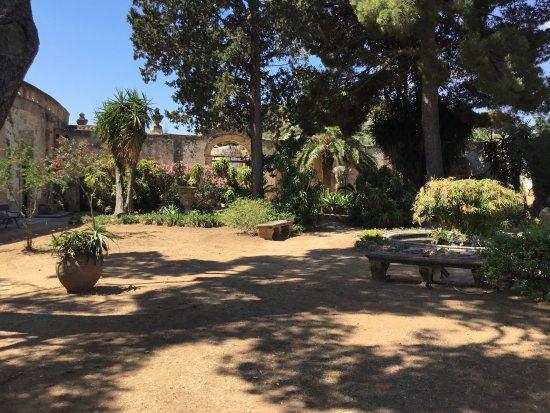 Villa Valguarnera: Park - Rückseite
