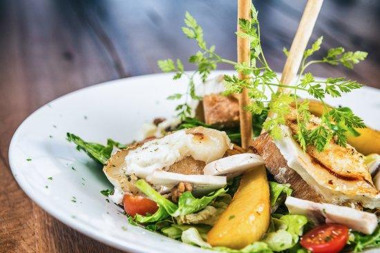 Wormeldange, Luxembourg: Goat Cheese Salad