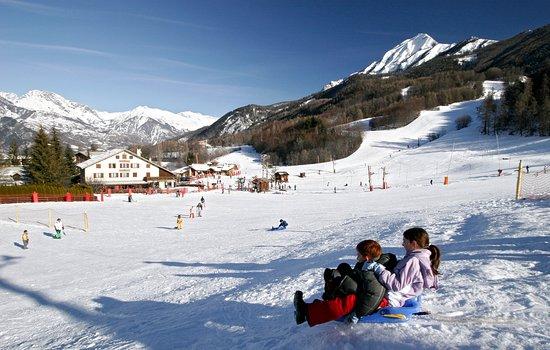 Saint-Leger-les-Melezes, France: Activité : ski