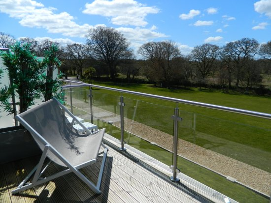 Yelverton, UK: Balcony rooms have views across the grounds