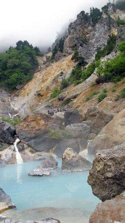 Ubayu Onsen: 岸壁に囲まれた姥湯温泉