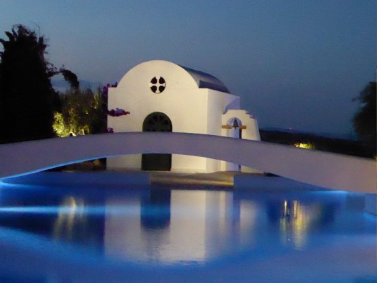 Lachania, Greece: Chapel by the water