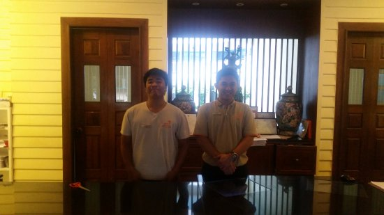 Andaman Seaview Hotel: Ребята на ресепшен
