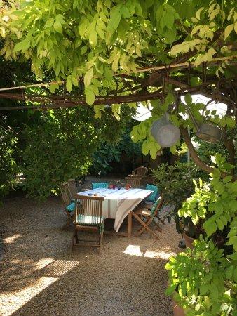 Villa De Lorgues : Beautiful Stay At This Welcoming Place. Owners Are Super  Warm People. Espace Petits Déjeuners. Bassin De Rafraîchissement