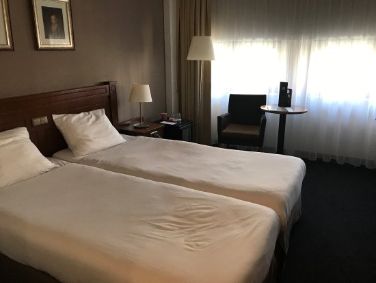 Amrath Grand Hotel Frans Hals: Quite spacious by European standards