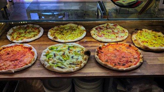 Fiano Romano, Itália: Alcune delle nostre pizze napoletane da asporto.