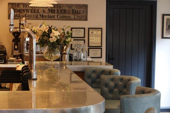 Tideswell, UK: The Merchant's Yard bar area