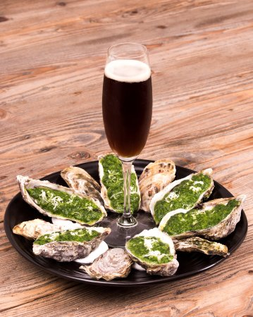 Tideswell, UK: The Merchant's Yard oysters with Black Velvet