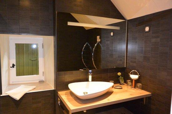 la petite cour verte salle de bains chambre combale