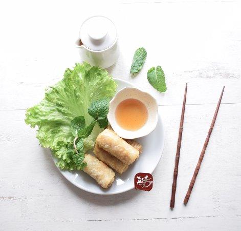 """Crecy-la-Chapelle, Frankrike: """"Nems"""" petits rouleaux vietnamiens frits"""