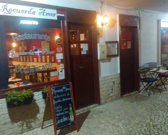 Linda-a-Velha, Portugal: 2 salas para melhor servir os clientes. Aceitam-se grupos e dentro em breve com novidades.