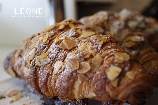 Leone Patisserie & Boulangerie: Croissant - Almond