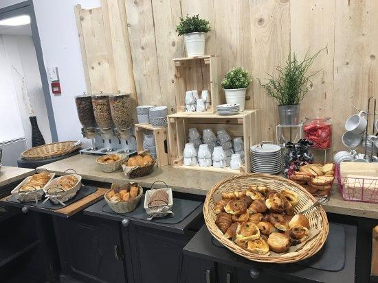 Castelculier, Prancis: Buffet Petit-Déjeuner