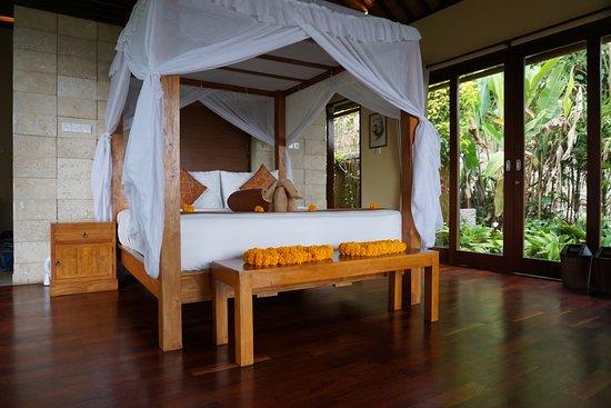 Munduk Moding Plantation: Bett mit Handtuch-Elefant