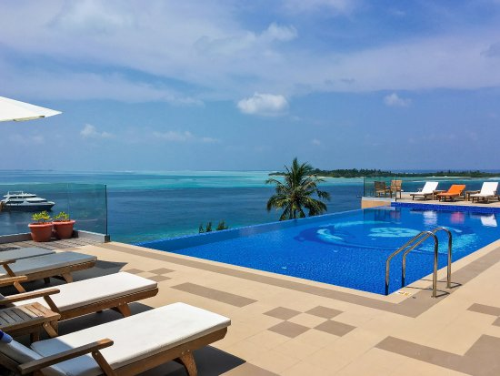 Thulusdhoo Island: 5th floor view and Infinity Pool