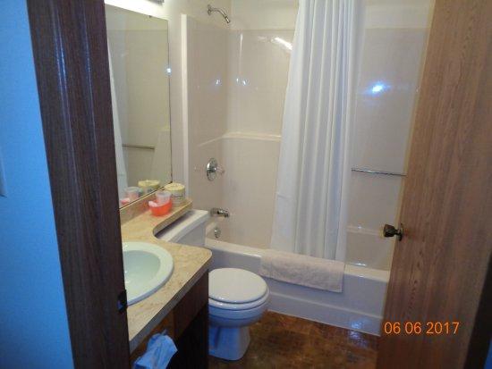 Elkader Inn Motel Elkader IA Room 114 Bath