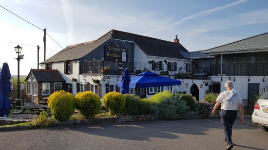 St Issey, UK: The Pickwick Inn and Olivers restaurant from the car park